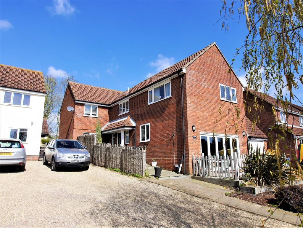5 Bedrooms Detached House for sale in Lister Road, Hadleigh, Ipswich, Suffolk, IP7 5JN