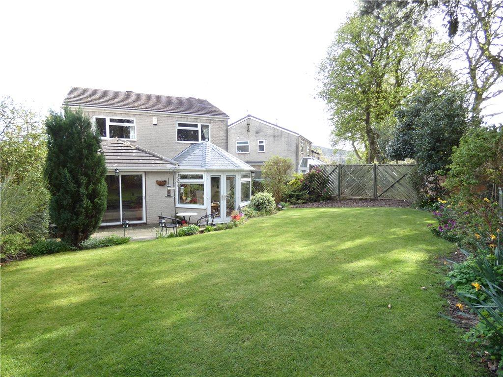4 Bedrooms Detached House for sale in Kirklands Close, Baildon, West Yorkshire