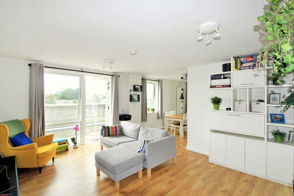 2 Bedrooms Flat for sale in Queensland Road, London, N7