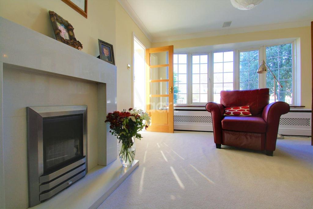 4 Bedrooms Detached House for sale in Ware Street, Bearsted, ME14