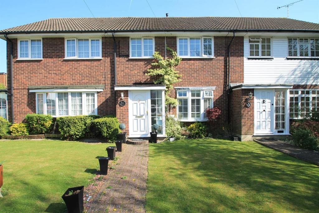 3 Bedrooms Terraced House for sale in Langley Close, Leigh-On-Sea