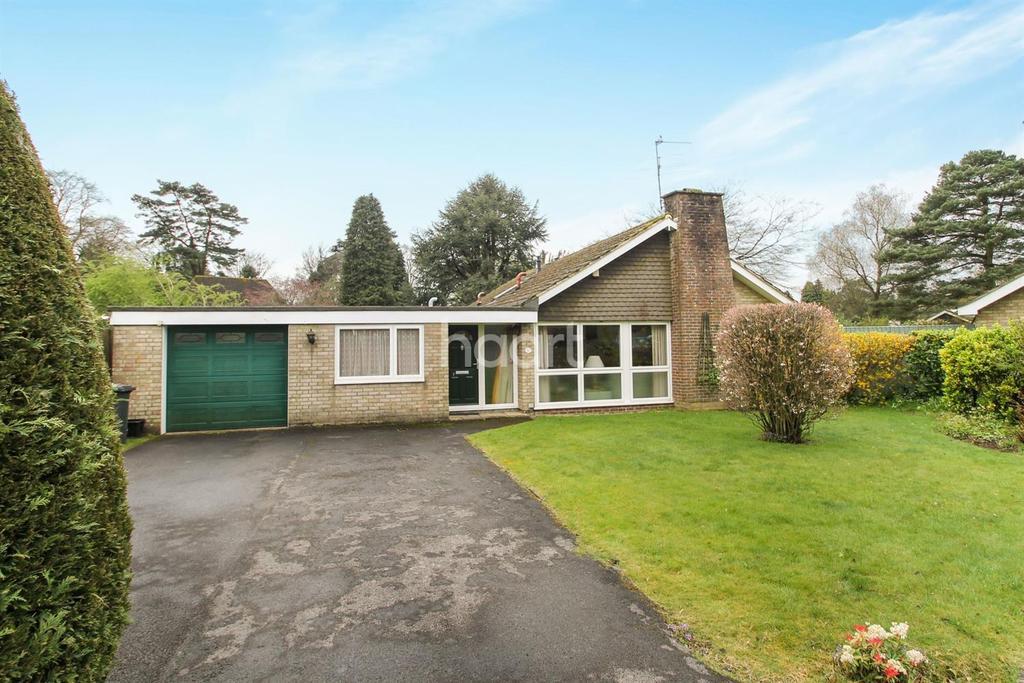 3 Bedrooms Bungalow for sale in Horseshoe Bend, Grayshott, Surrey