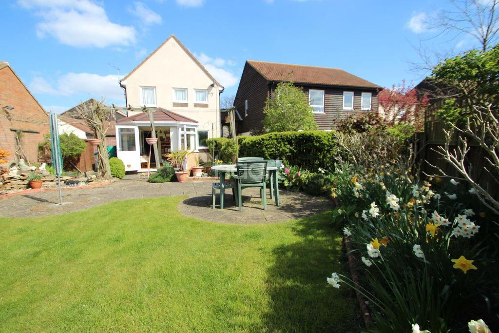 3 Bedrooms Detached House for sale in Carlford Close, Martlesham Heath