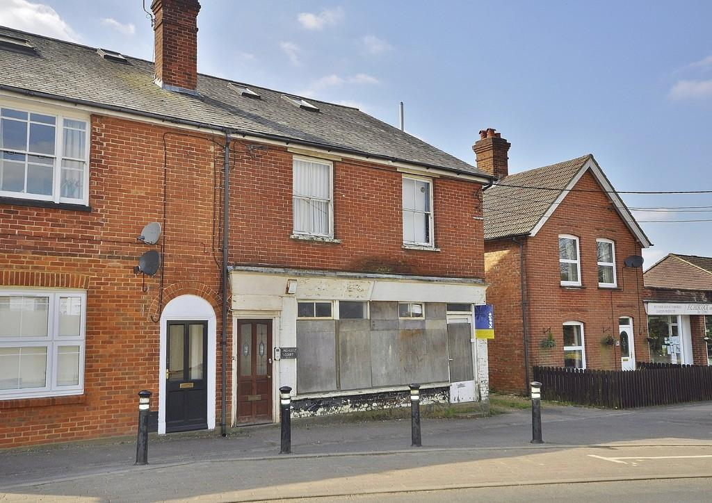 1 Bedroom Ground Flat for sale in Liphook