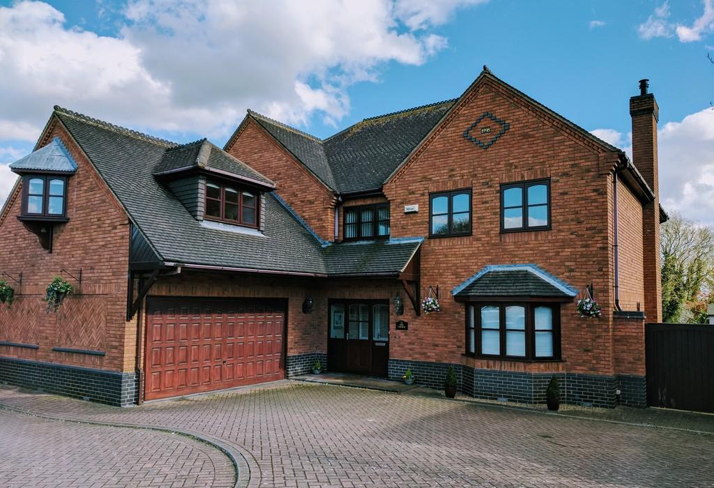 5 Bedrooms Detached House for sale in The Coppice, Burbage
