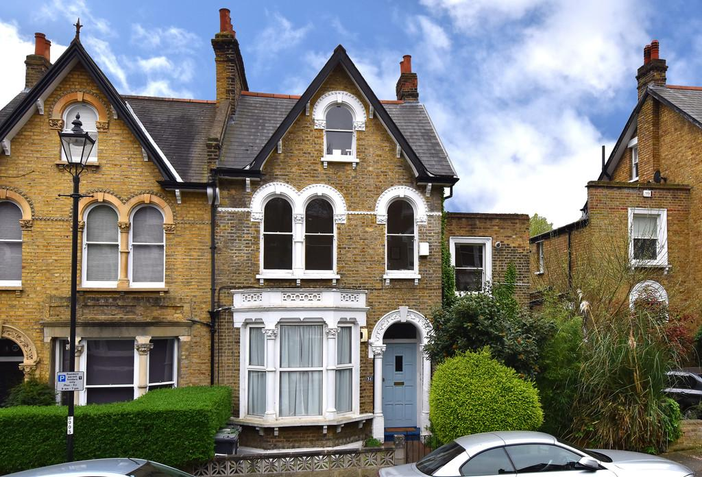 3 Bedrooms Flat for sale in Algiers Road SE13