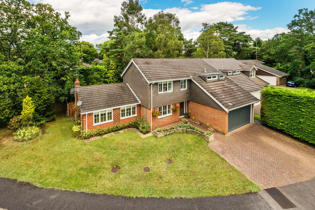 4 Bedrooms Detached House for sale in Bourne Firs, Lower Bourne