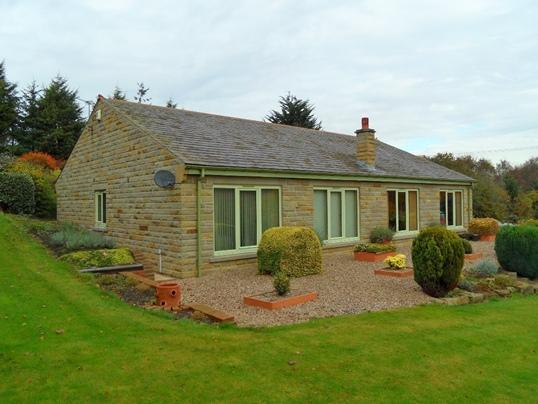 3 Bedrooms Farm House Character Property for sale in Mitchell Laithes Farm, Earlsheaton, Dewsbury, WF12 8LL