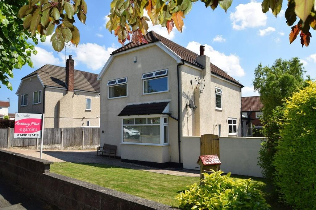 4 Bedrooms Detached House for sale in St Georges Drive, Deganwy