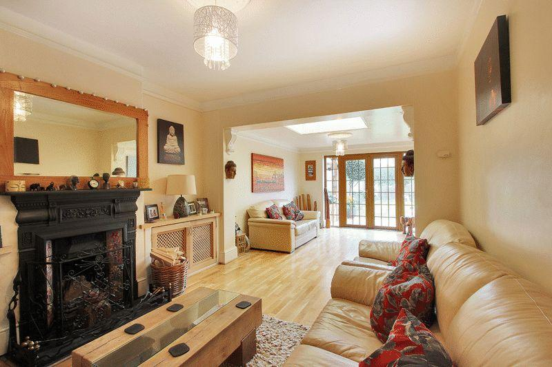 3 Bedrooms Semi Detached House for sale in Henfield Road, Cowfold