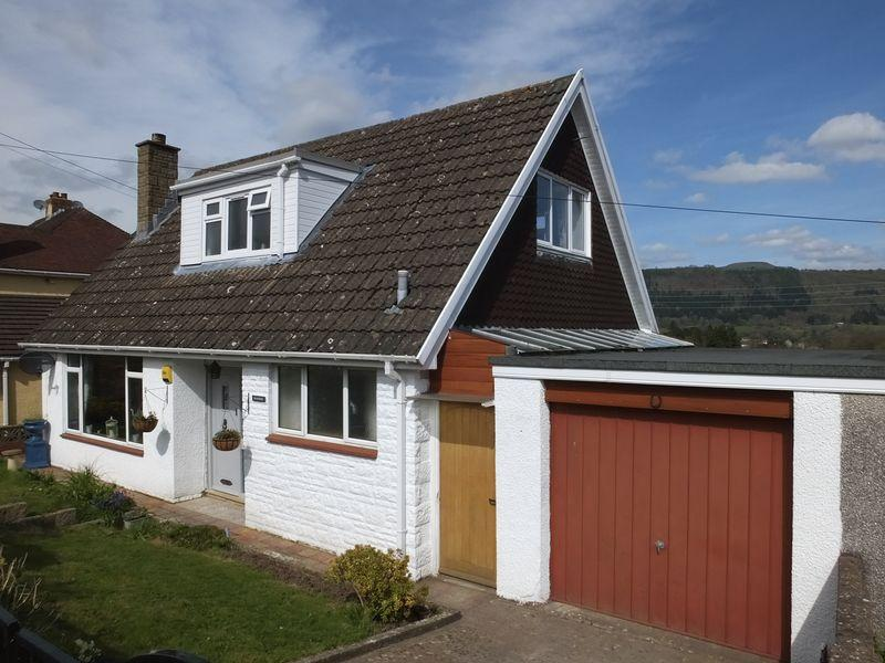 3 Bedrooms Bungalow for sale in Hiley Avenue, Abergavenny