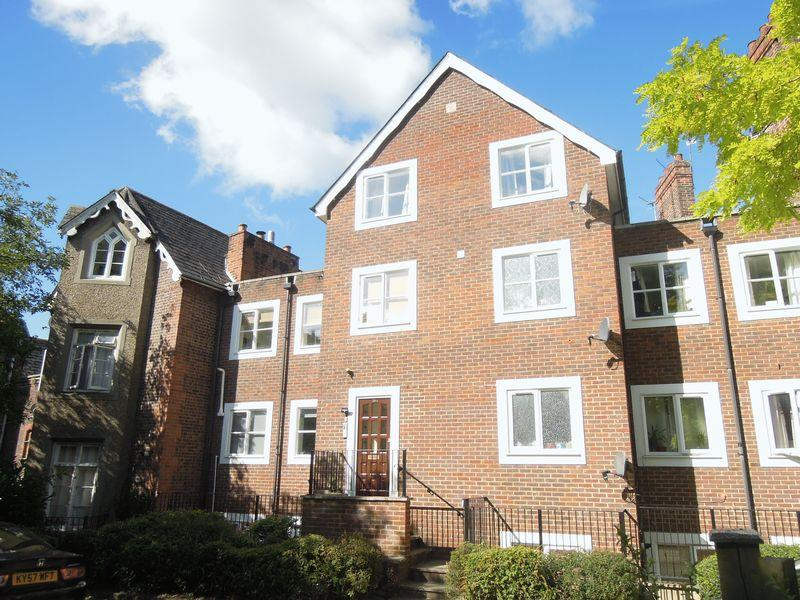 2 Bedrooms Flat for sale in Upton Park, Slough Central