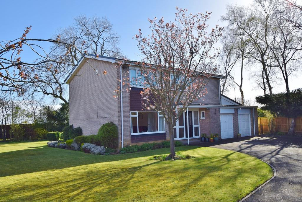 5 Bedrooms Detached House for sale in Middle Drive, Ponteland, Newcastle upon Tyne, NE20