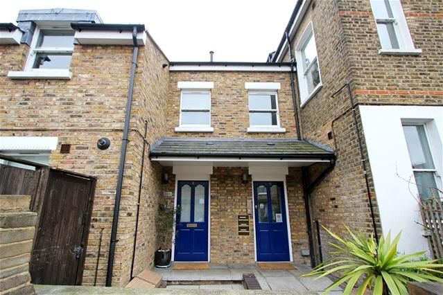 2 Bedrooms Flat for sale in 87 Longley Road, Tooting