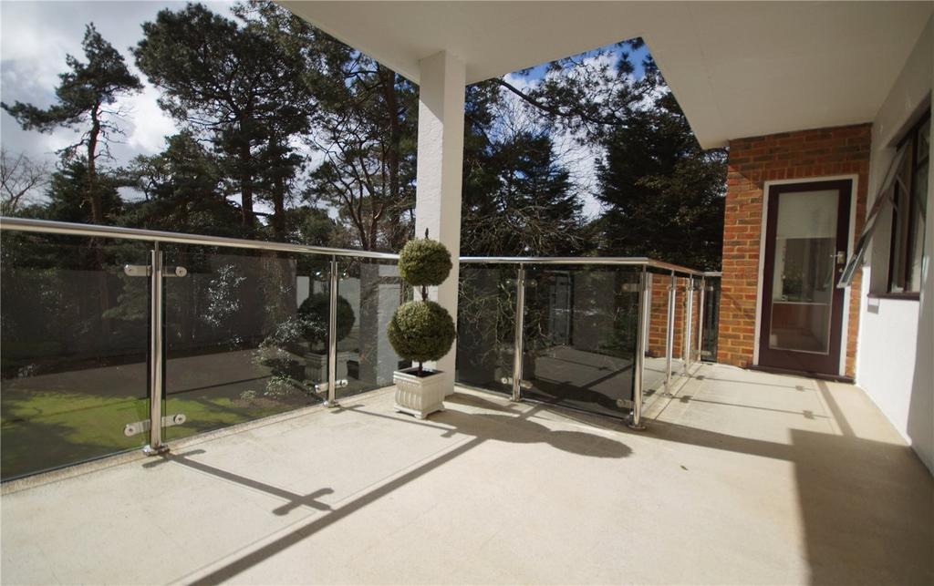 3 Bedrooms Flat for sale in Martello Park, Canford Cliffs, Poole, BH13