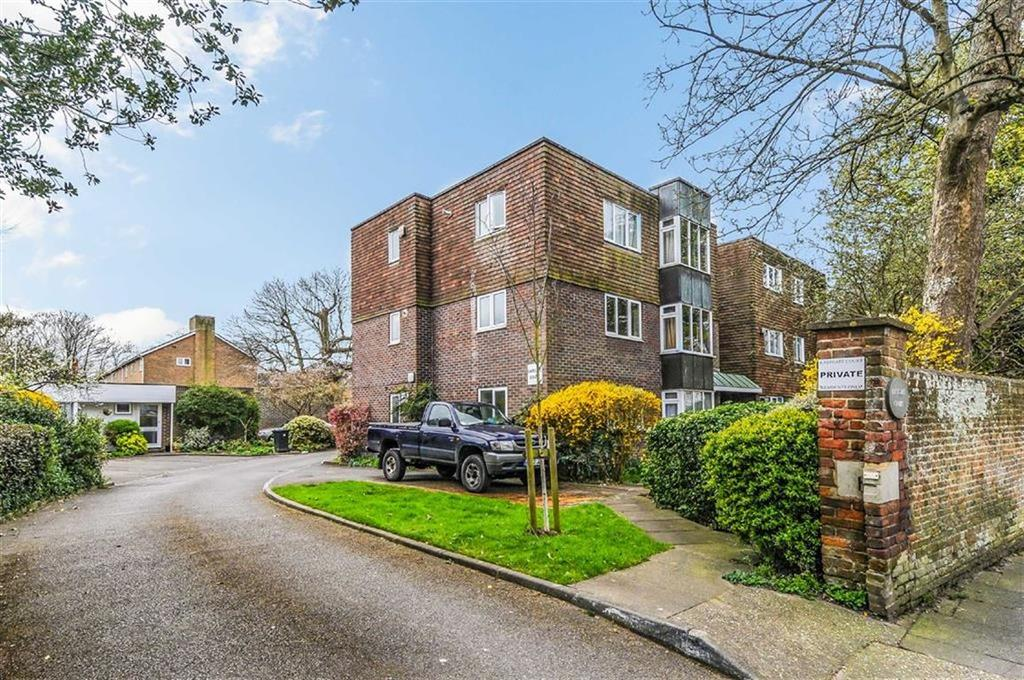2 Bedrooms Flat for sale in The Hornet, Chichester, West Sussex