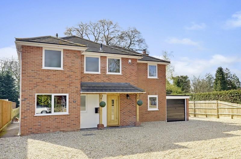4 Bedrooms Detached House for sale in Riverside Road, West Moors, Ferndown