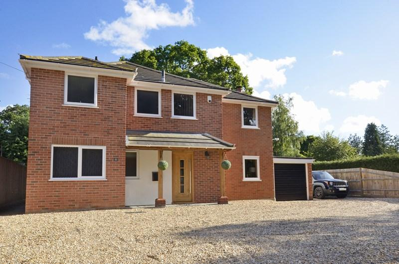 4 Bedrooms Detached House for sale in Riverside Road, West Moors, Ferndown