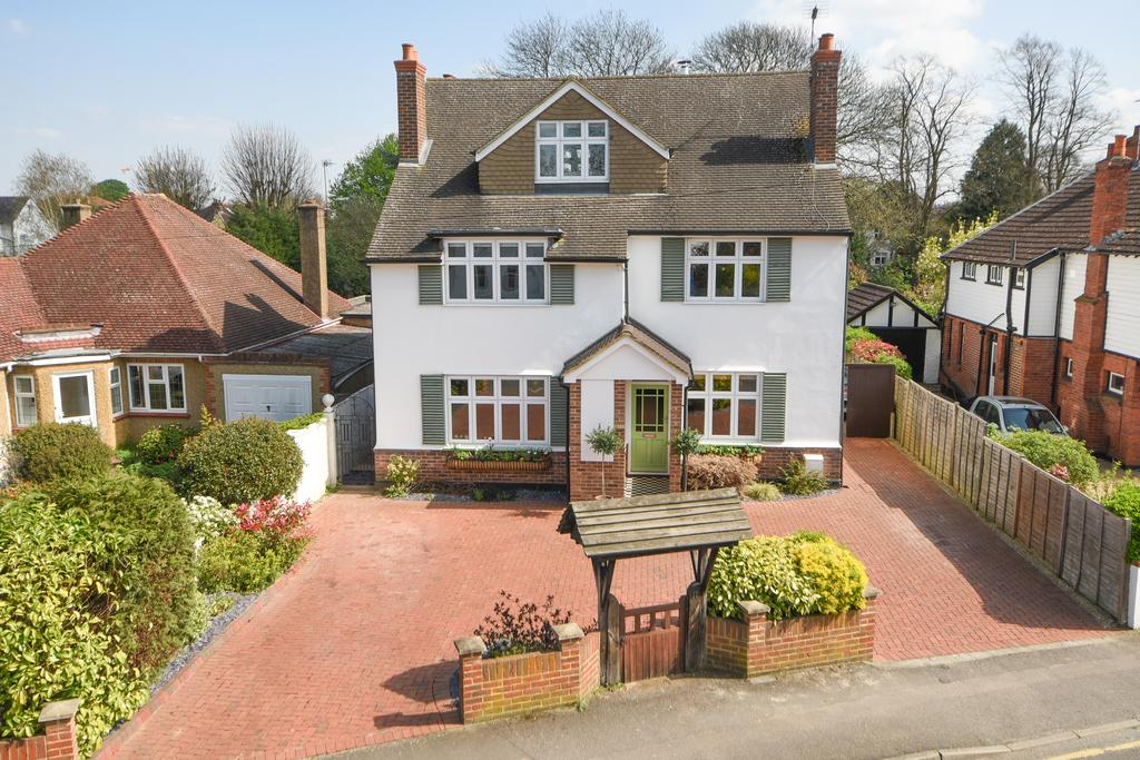 5 Bedrooms Detached House for sale in West Grove, WALTON ON THAMES KT12