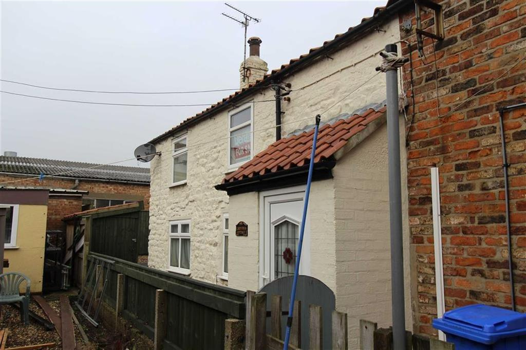 2 Bedrooms Cottage House for sale in Rear Of High Street, Flamborough, YO15