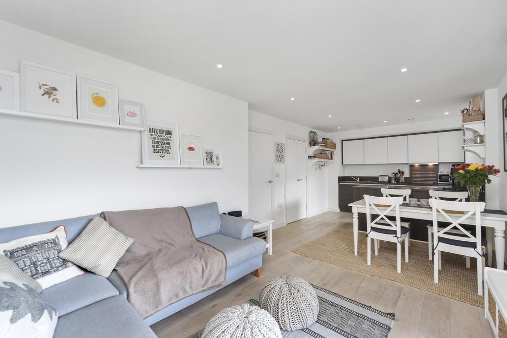 2 Bedrooms Flat for sale in Enterprise Way, SW18