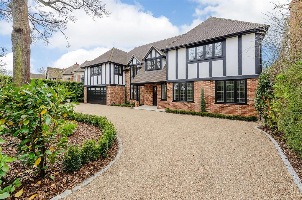 5 Bedrooms Detached House for sale in Brockley Grove, Brentwood