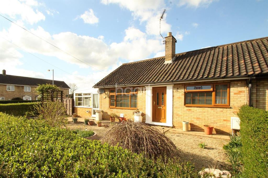 2 Bedrooms Bungalow for sale in Heffer Close, Dereham
