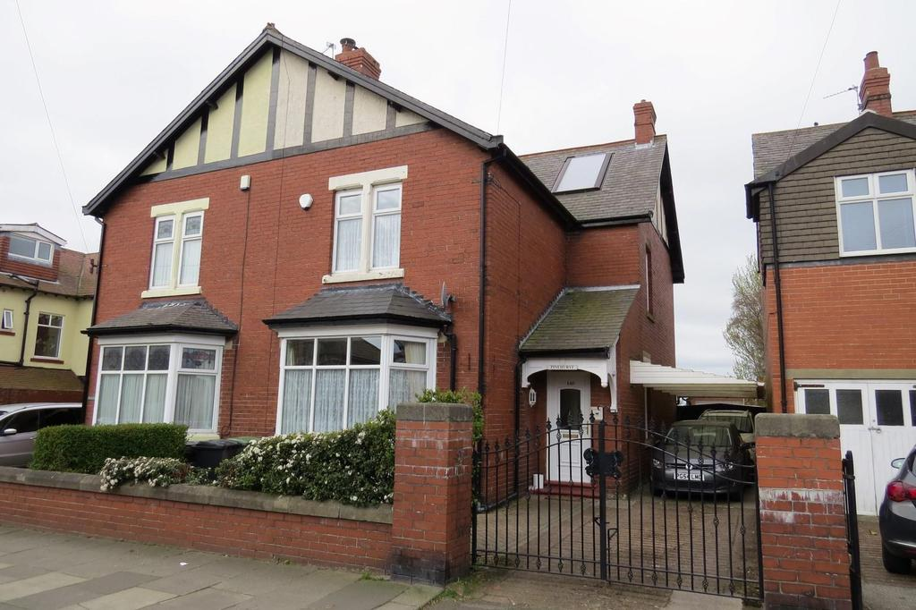 3 Bedrooms Semi Detached House for sale in Wansbeck Road, Ashington