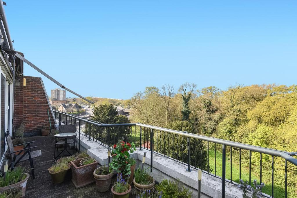 3 Bedrooms Flat for sale in Putney Hill, Putney, SW15