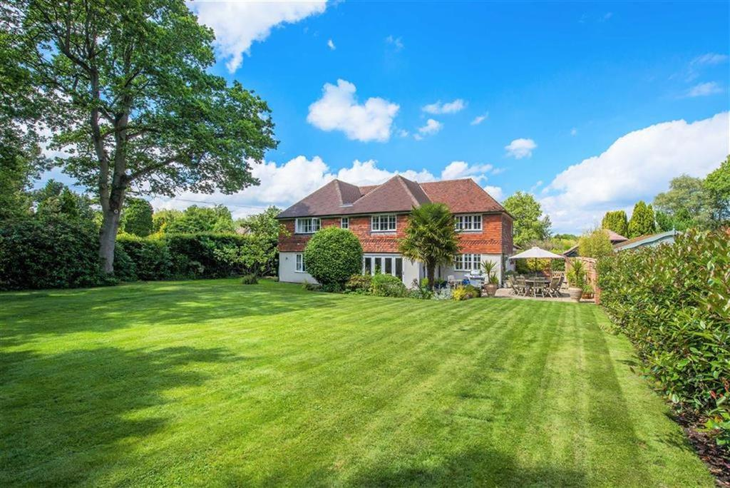 4 Bedrooms Detached House for sale in The Long Road, Rowledge, Surrey
