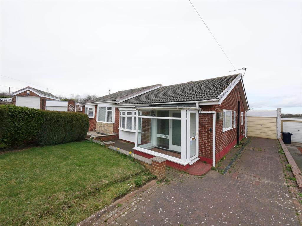 2 Bedrooms Semi Detached Bungalow for sale in Brockenhurst Drive, Hastings Hill, Sunderland