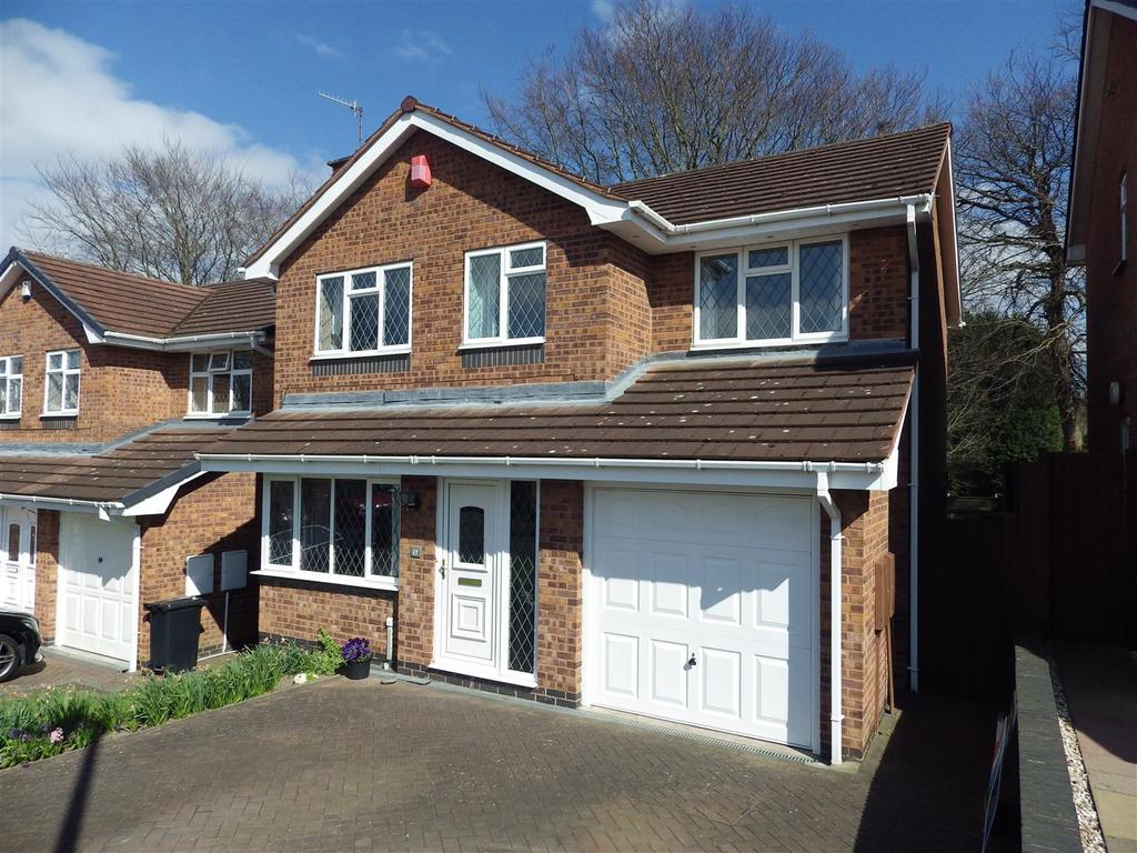 4 Bedrooms Detached House for sale in Walmley Close, Halesowen