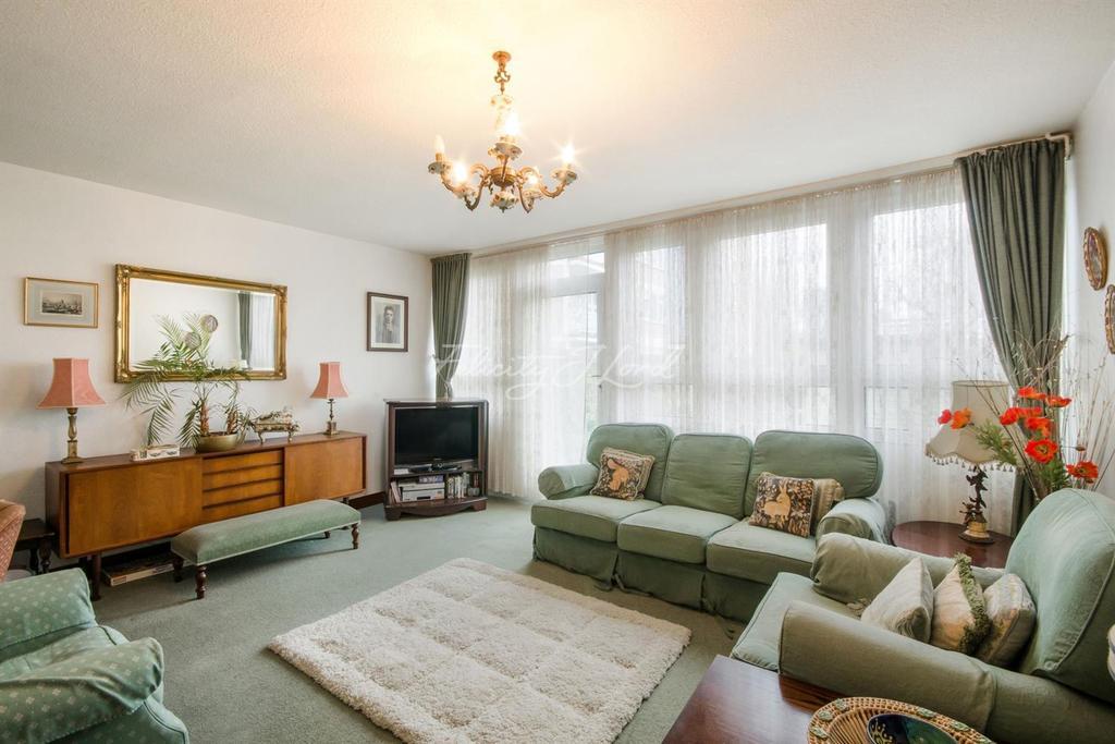 3 Bedrooms Maisonette Flat for sale in Giraud Street, E14