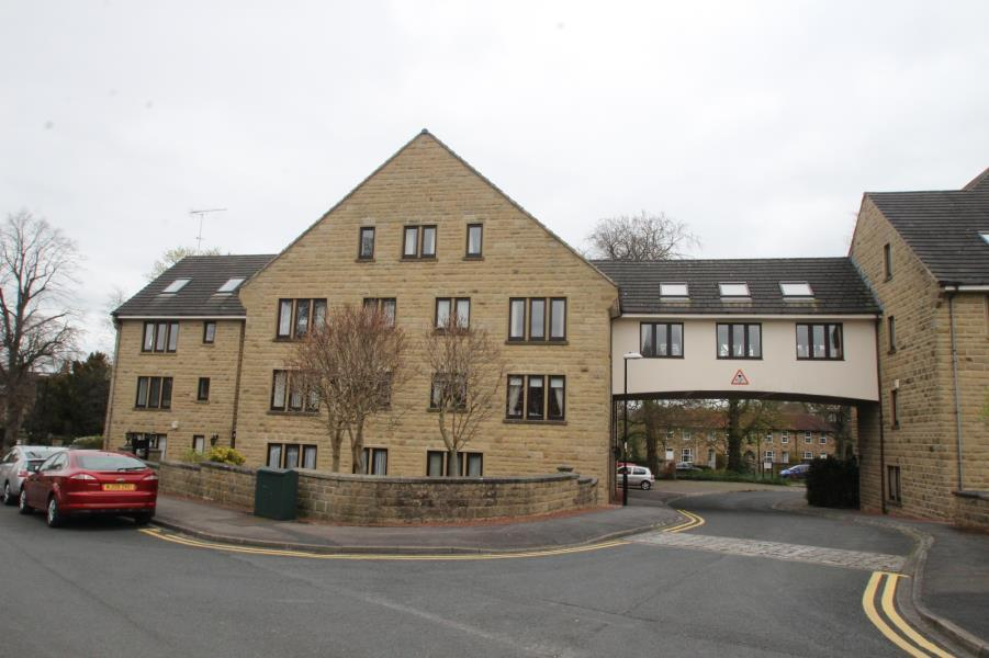 2 Bedrooms Apartment Flat for sale in OAK TREE LODGE, HARLOW MANOR PARK, HARROGATE, HG2 0QH