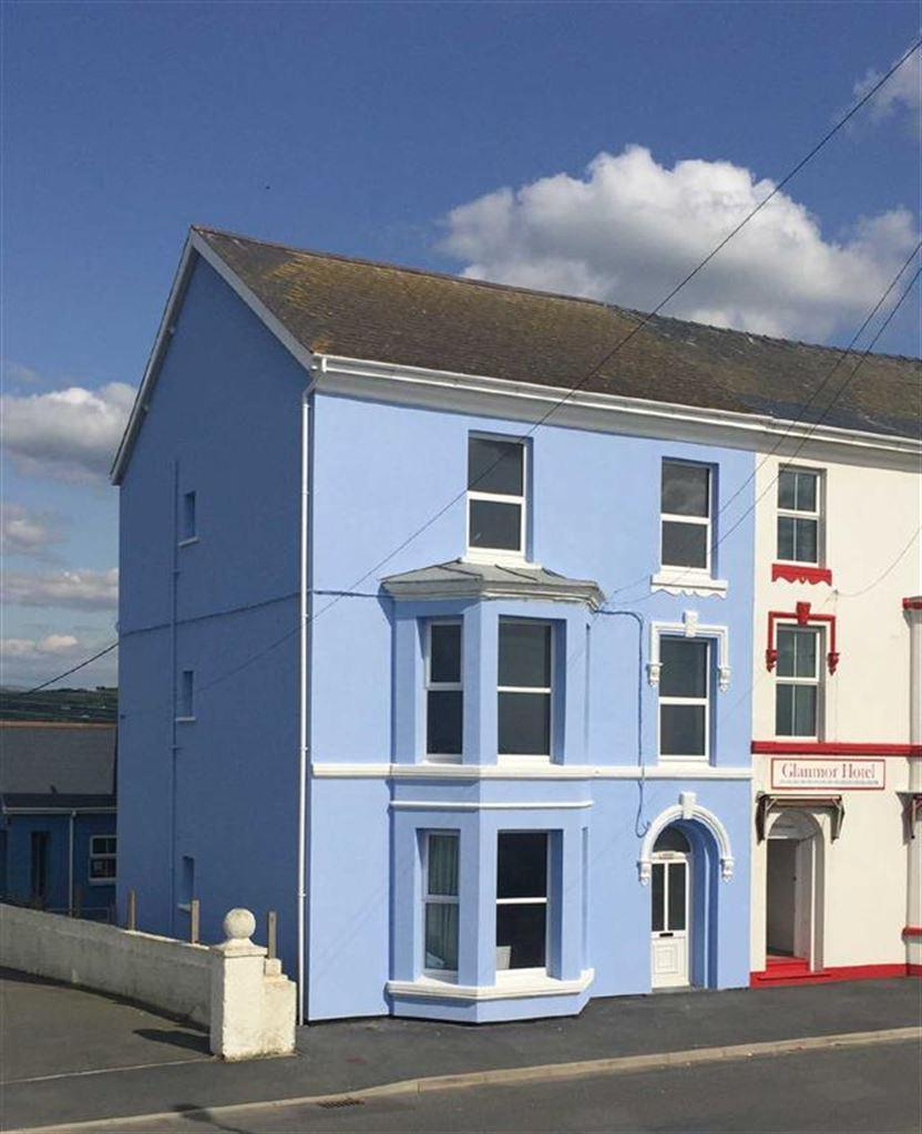 5 Bedrooms Terraced House for sale in Carron House, High Street, Borth, SY24