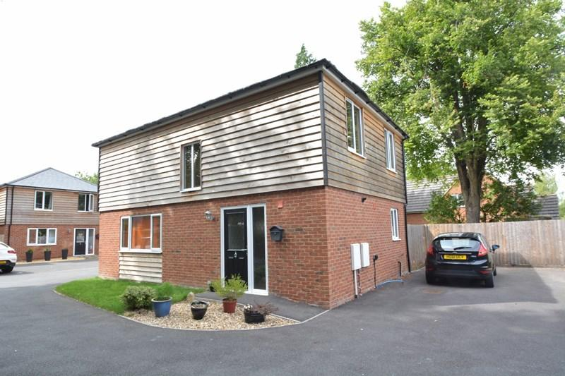 3 Bedrooms Detached House for sale in The Drove, Andover