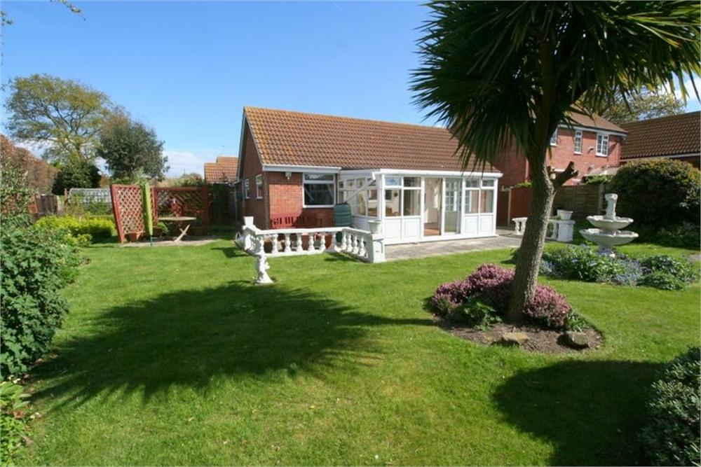 2 Bedrooms Detached Bungalow for sale in Bellamy Close, Kirby Cross, FRINTON-ON-SEA, Essex
