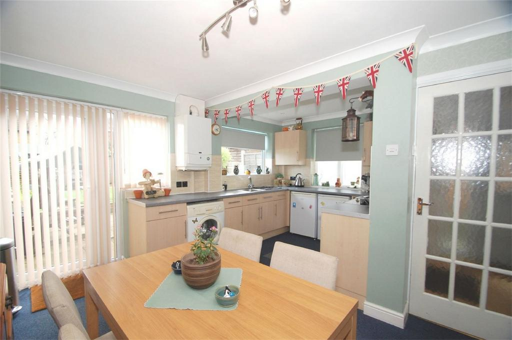 3 Bedrooms Semi Detached House for sale in Eastling Close, Twydall, Rainham, Kent