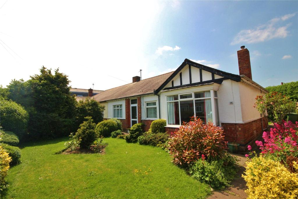 3 Bedrooms Semi Detached Bungalow for sale in Weelsby Avenue, Grimsby, DN32
