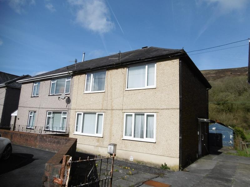 3 Bedrooms Semi Detached House for sale in Hodgsons Road, Godrergraig, Swansea.