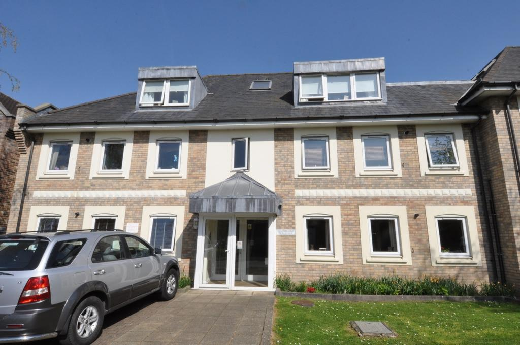 3 Bedrooms Flat for sale in Crows Road, Epping, CM16