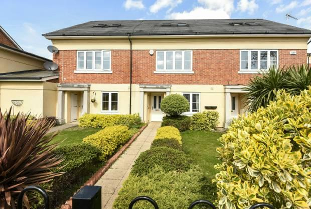 3 Bedrooms Town House for sale in Canterbury Mews, Windsor