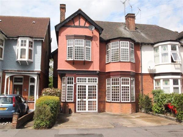 4 Bedrooms Semi Detached House for sale in Park Avenue, Ilford