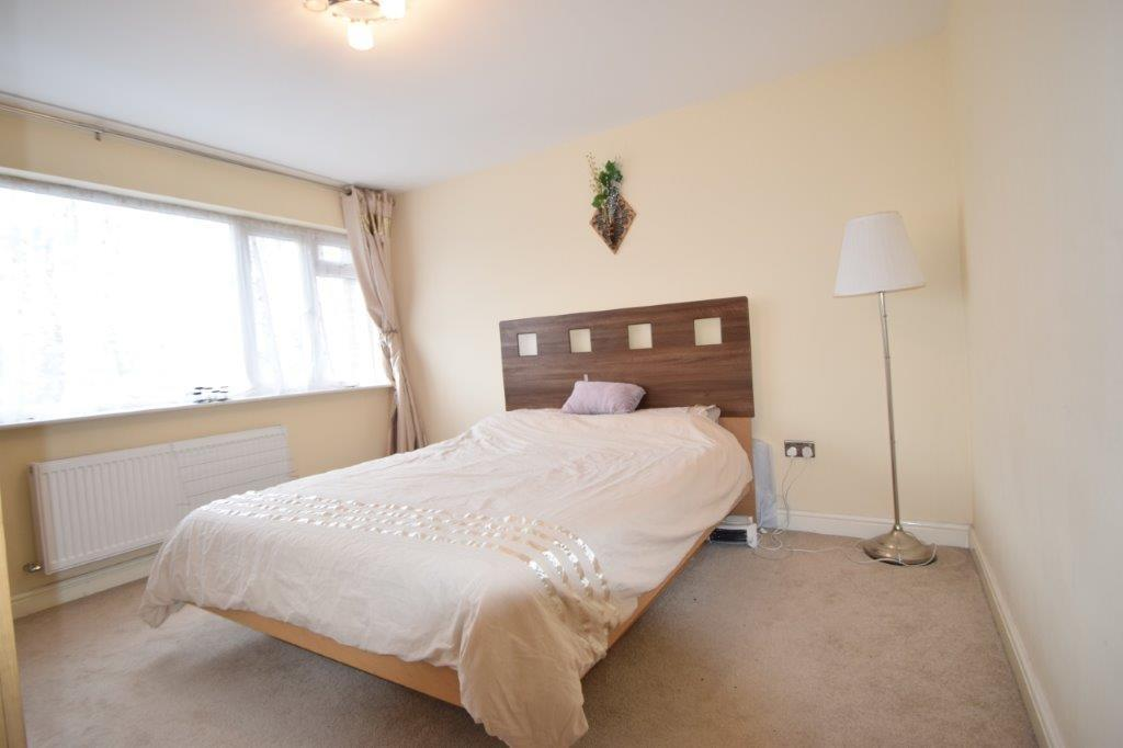 Farnham road slough sl1 2 bed maisonette for sale 240 000 4 bedroom maisonette