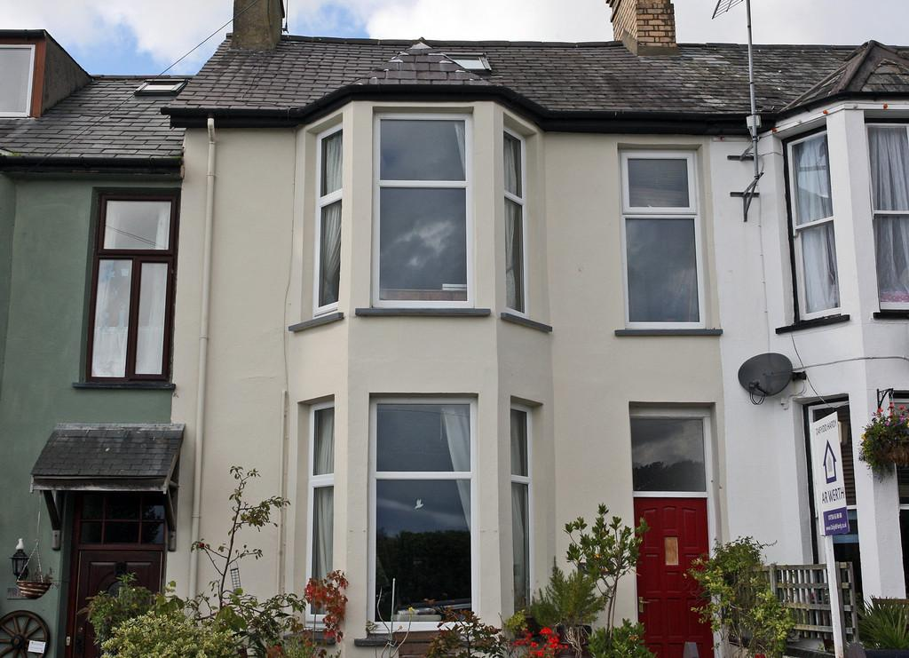 4 Bedrooms Terraced House for sale in Parciau Terrace, Criccieth, North Wales