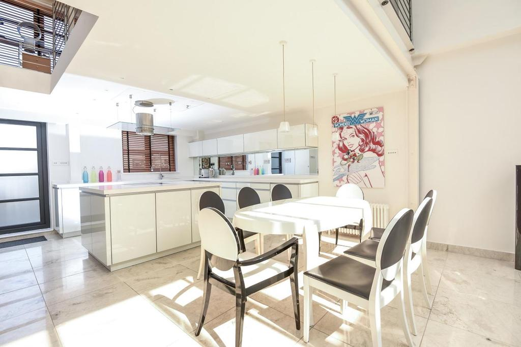 3 Bedrooms Terraced House for sale in Balham Grove, Balham, SW12