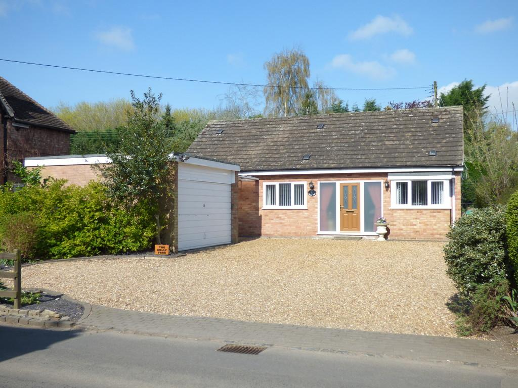 4 Bedrooms Detached Bungalow for sale in Luddington, Stratford-Upon-Avon