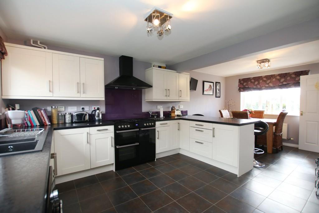 4 Bedrooms Detached House for sale in Farriers Gate, Chatteris
