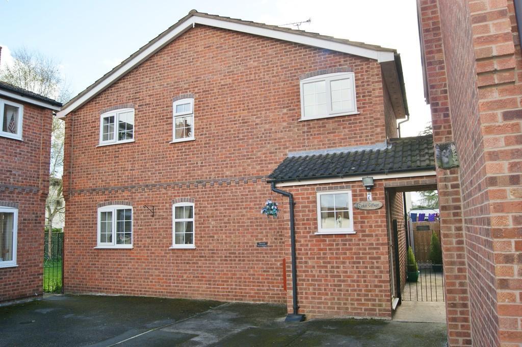 2 Bedrooms Detached House for sale in Dee Court, Bangor-on-Dee