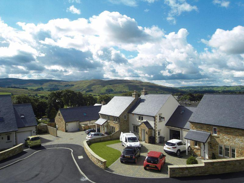 4 Bedrooms Detached House for sale in 28 Winfield Road, Sedbergh, LA10 5AZ